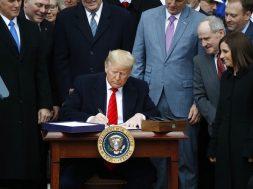 Firma Trump el T-MEC