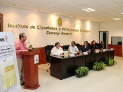 """Presentan en IEPC el libro """"La Profesionalización de la Función Electoral"""" de Rafael Martínez Puón"""