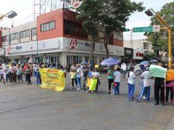 protestan padres y maestros
