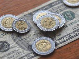 El peso mexicano cae a nivel histórico y se supera la barrera de 23 pesos por dolarEl peso mexicano cae a nivel histórico y se supera la barrera de 23 pesos por dolar