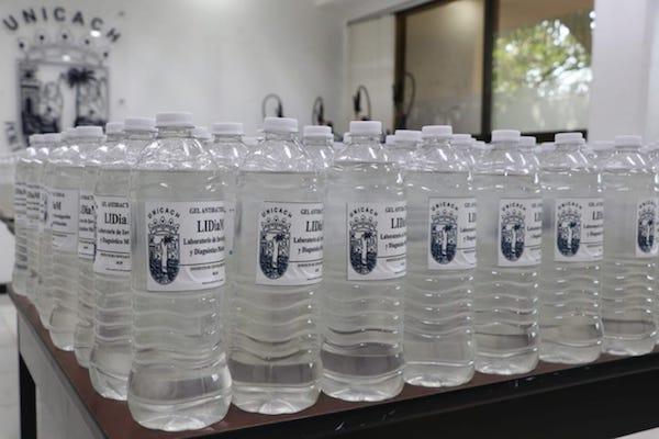 Unicach dona gel antibacterial a la Secretaría de Salud