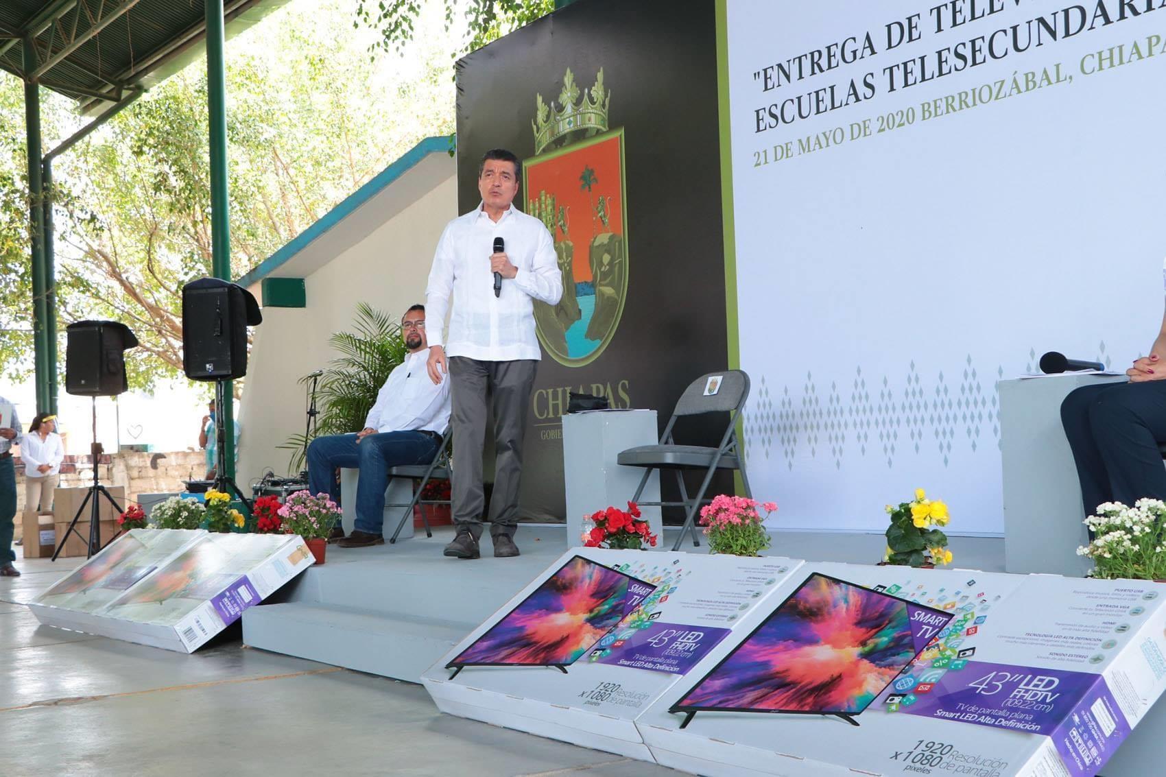 Se entregan más de mil 400 pantallas en escuelas de Chiapas