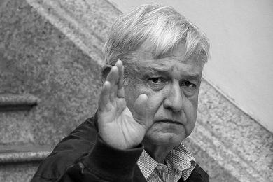 López Obrador escucha problematicas de los mexicanos