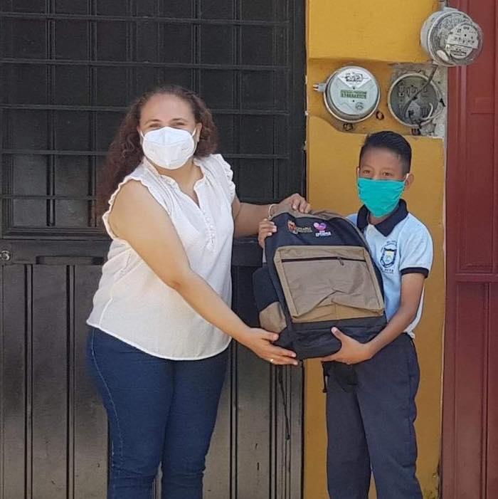 Entrega DIF Tapachula apoyos escolares