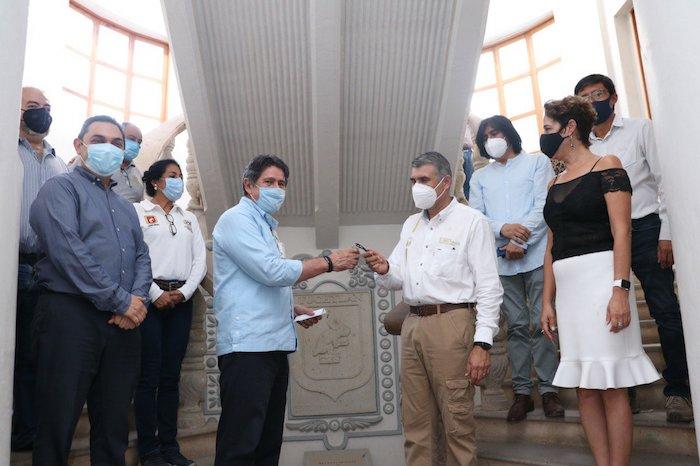 Se entregan llaves del Antiguo Palacio Municipal al Secretario de Obras Públicas del estado