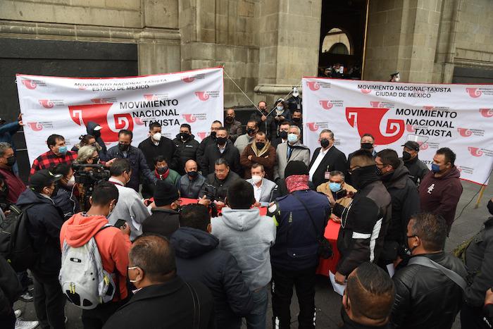 """Taxistas piden a SCJN derrumbar el mito del """"servicio privado"""" de transporte de pasajeros"""