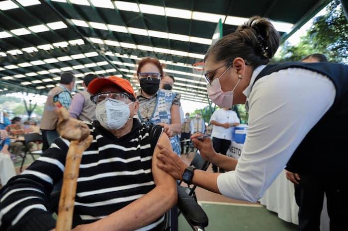 Se realiza prueba piloto de vacunación a adultos mayores en Tuxtla