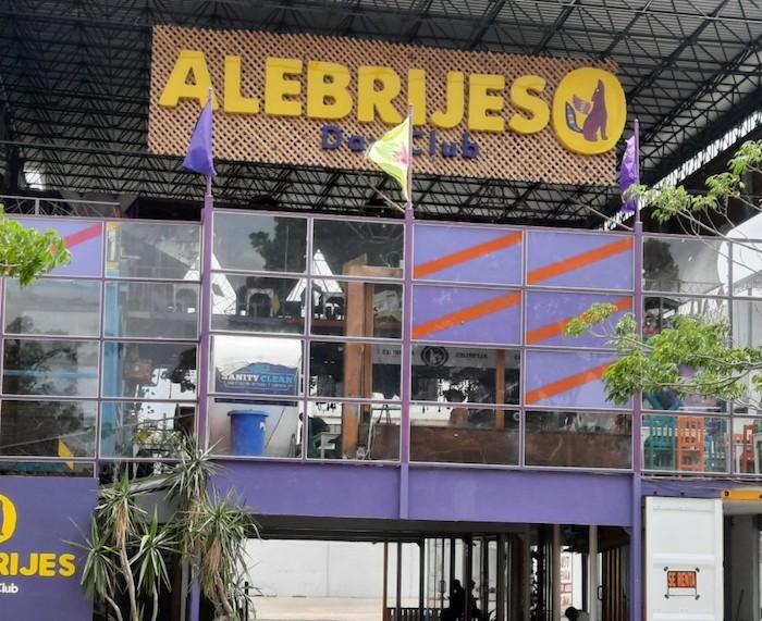 Alebrijes Day Club, un bar que se dedica a robar, insultar y maltratar a sus clientes / Palabras JJustas