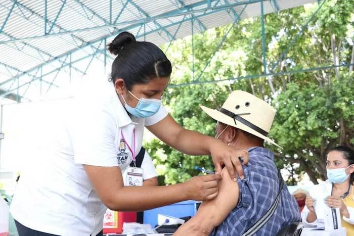Inicia aplicación de segunda dosis a población adulta mayor en Tapachula