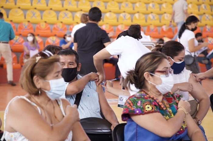 Avanza vacunación contra COVID-19 a maestros de Chiapas