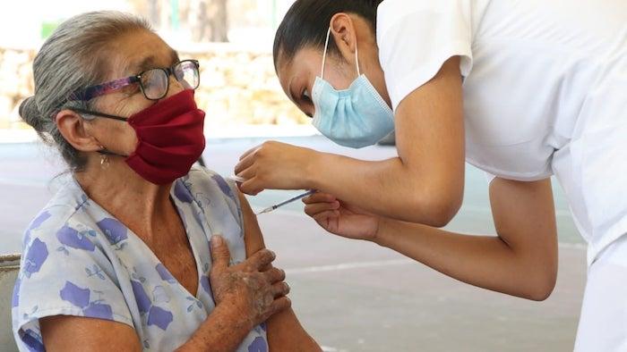 En Tuxtla, concluye segunda dosis contra covid a adultos mayores