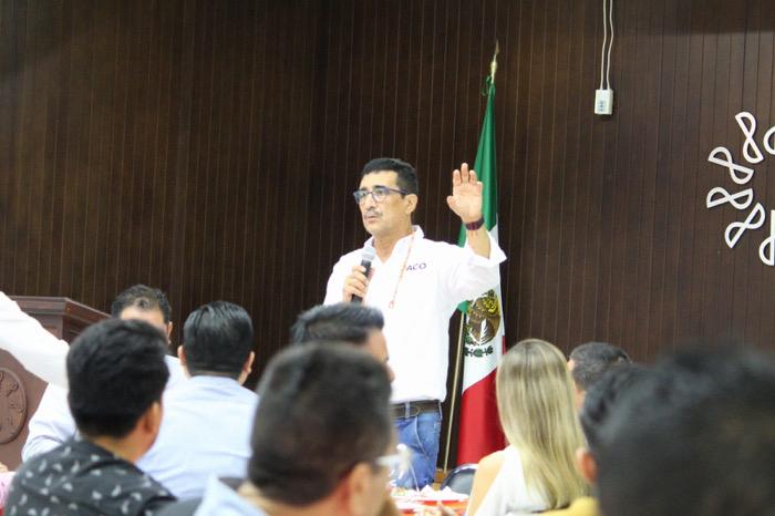 Más sociedad y menos gobierno: Paco Rojas