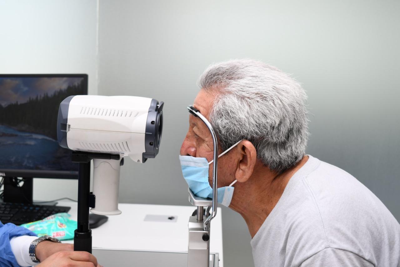 Especialistas del IMSS en Chiapas realizarán cirugías de cataratas, artroscopia, prótesis y de columna
