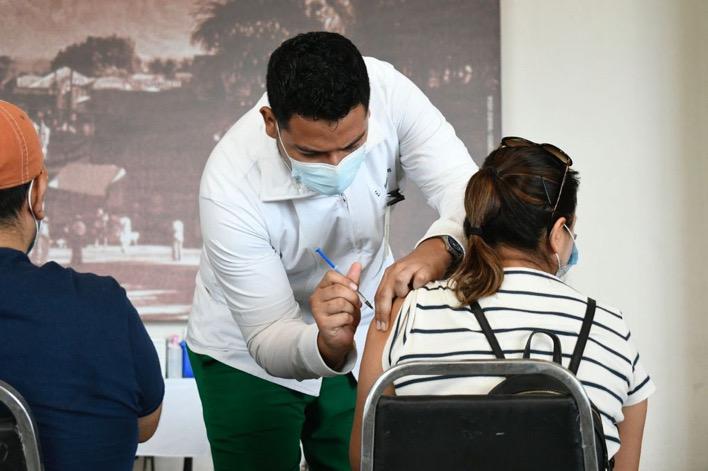 Extiende IMSS Chiapas vacunación para adultos de 40 a 49 años en Tapachula