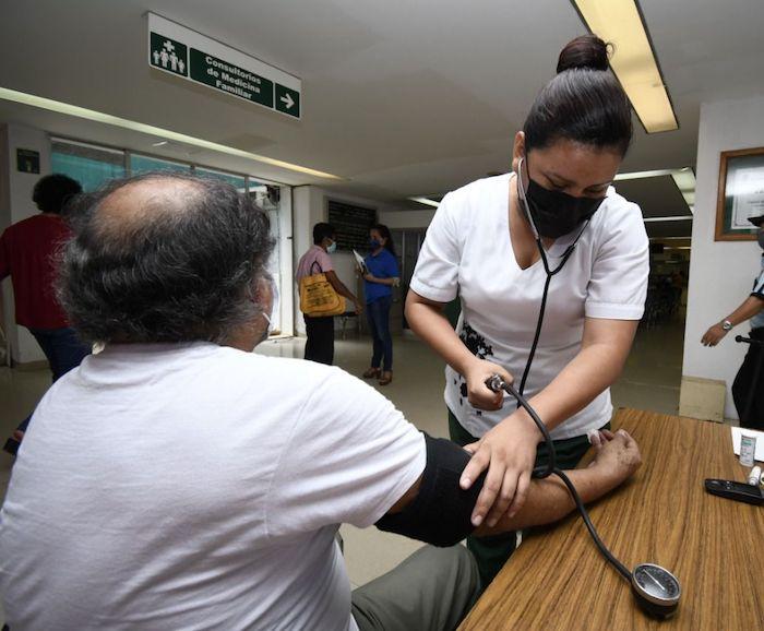 Firman INE e IMSS convenio de primeros auxilios a funcionarios durante Jornada Electoral