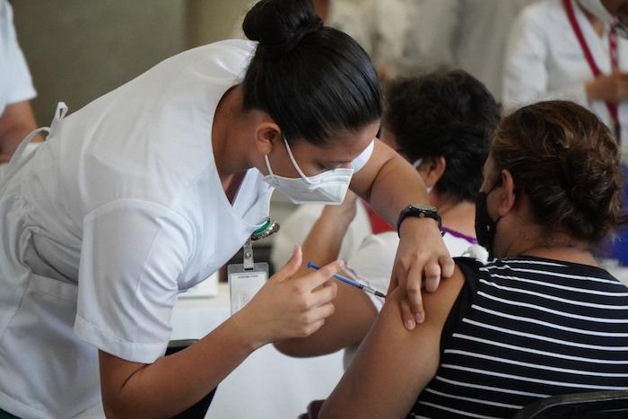 Realiza IMSS Chiapas segunda dosis para adultos de 50 a 59 años
