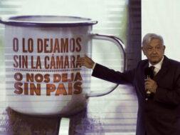 LÛpez Obrador tiende la mano a la oposiciÛn para reformas constitucionales