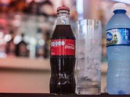 coca-cola-y-agua-natural
