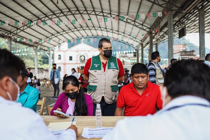 Tras un arduo trabajo de dialogo, Tenejapa ya se vacuna contra COVID-19