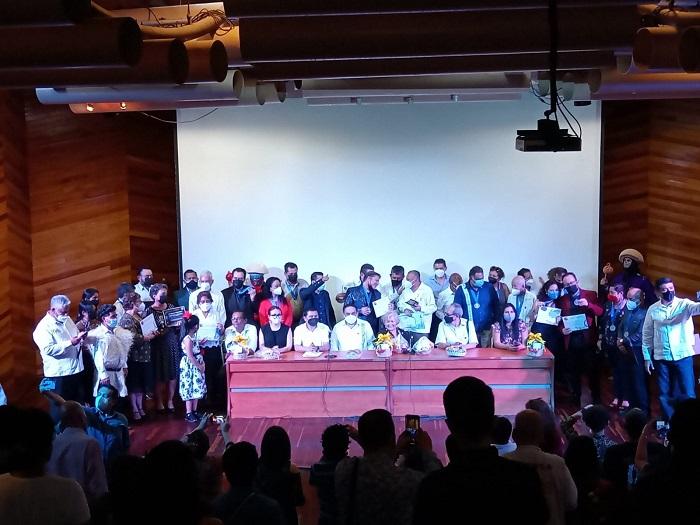Premian a locutores, locutoras por 25 y 50 años de trayectoria en Chiapas